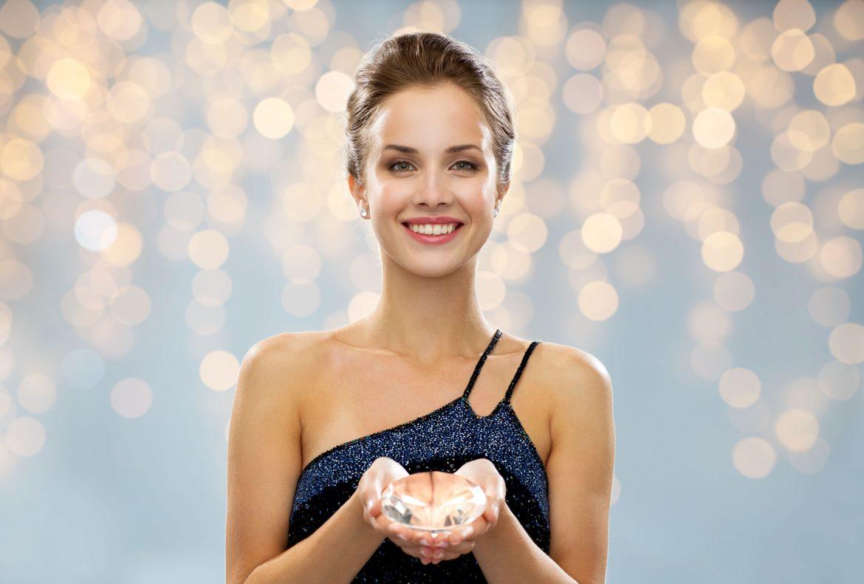 Miért őrülnek meg egyes nők a hatalmas gyémántokért az eljegyzési gyűrűjükben?